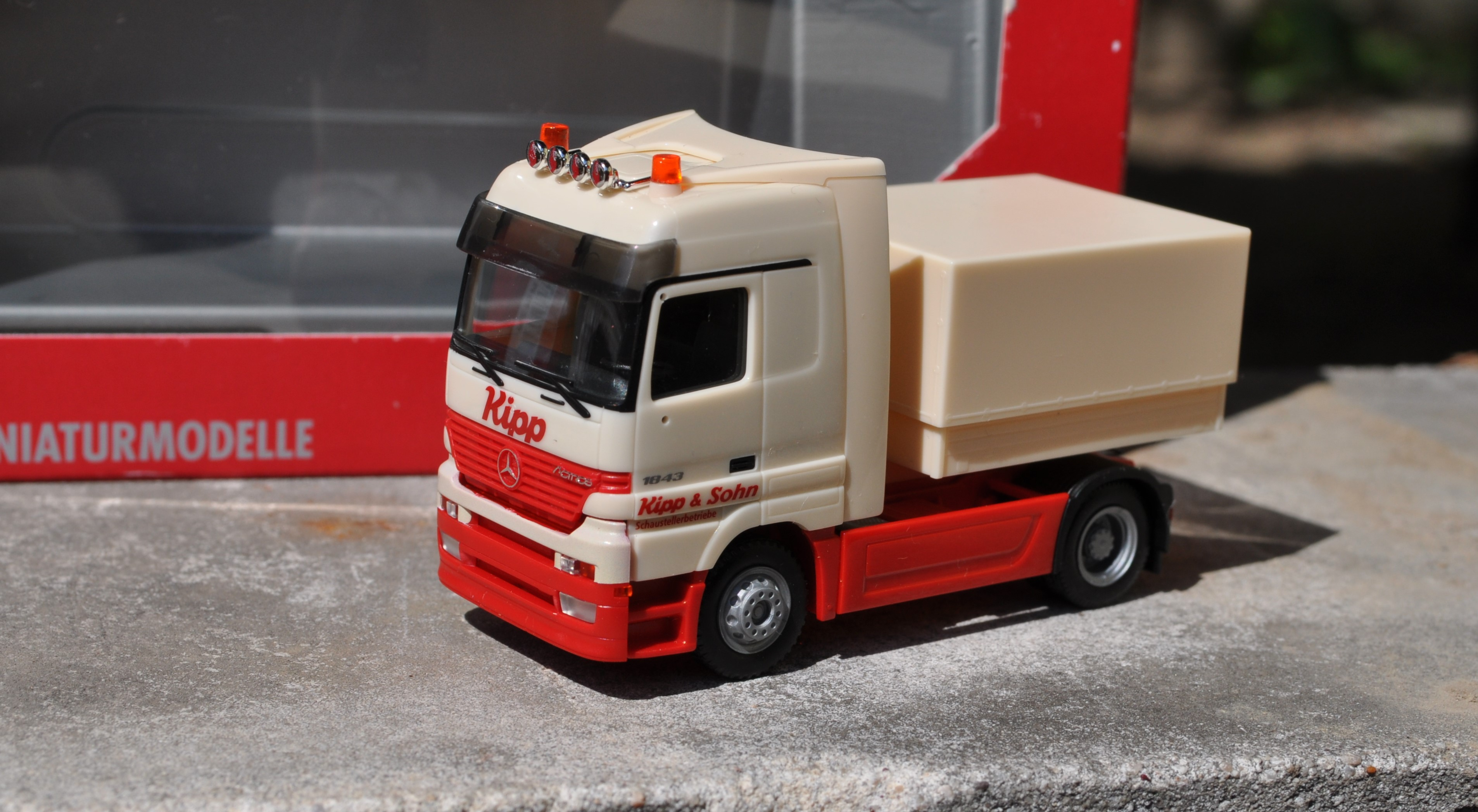 Auto tahač Mercedes Actros 1:87 H0 - Herpa